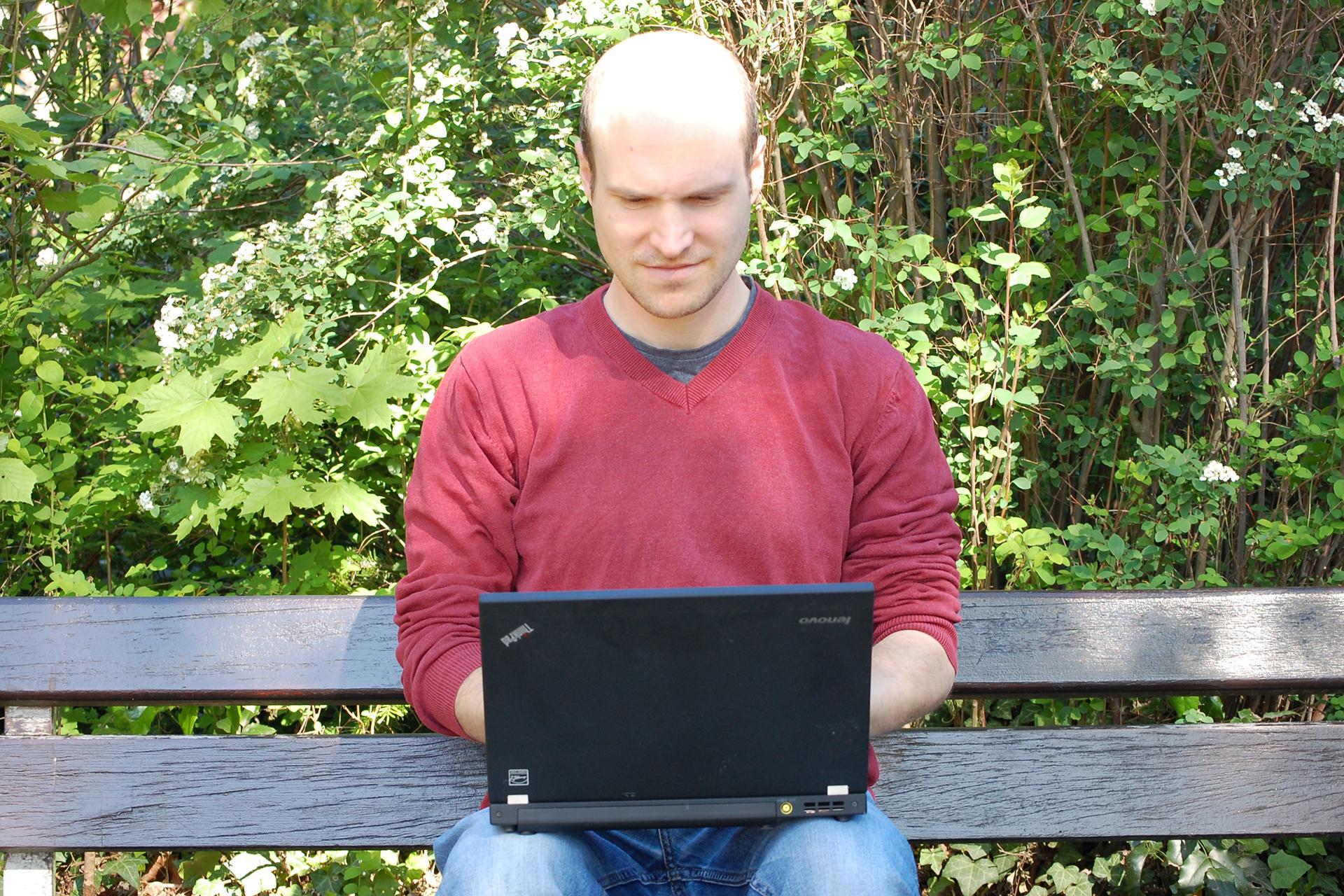 Dominik im Outdoor-Office